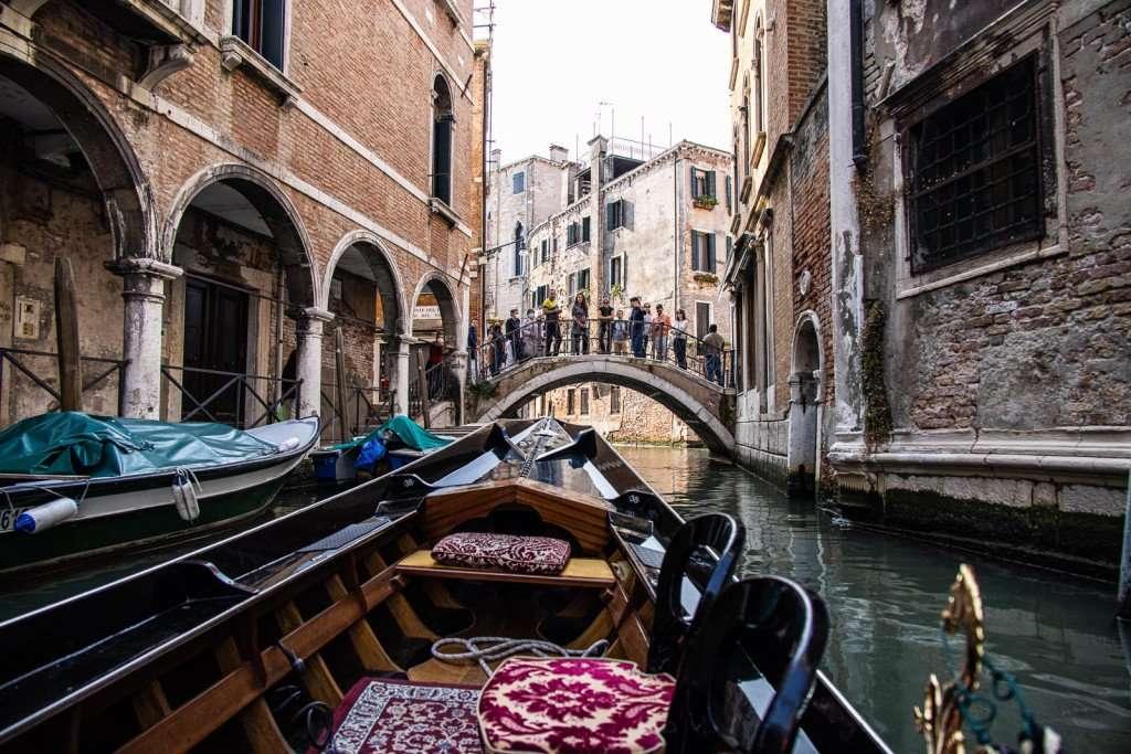 Met de gondel door Venetie