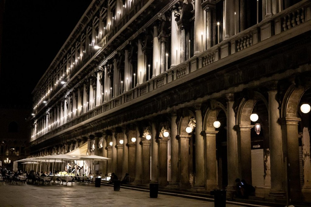 San Marcoplein by night